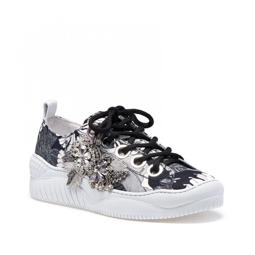 #21 grey sneakers